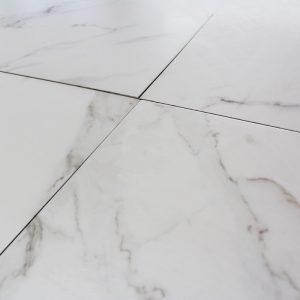 carrelage-sol-blanc-aspect-marbre-carrare-grey-mat (1)